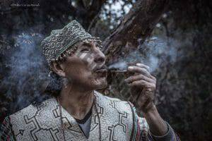 Peruvian shaman smoking his pipe with moí tobacco